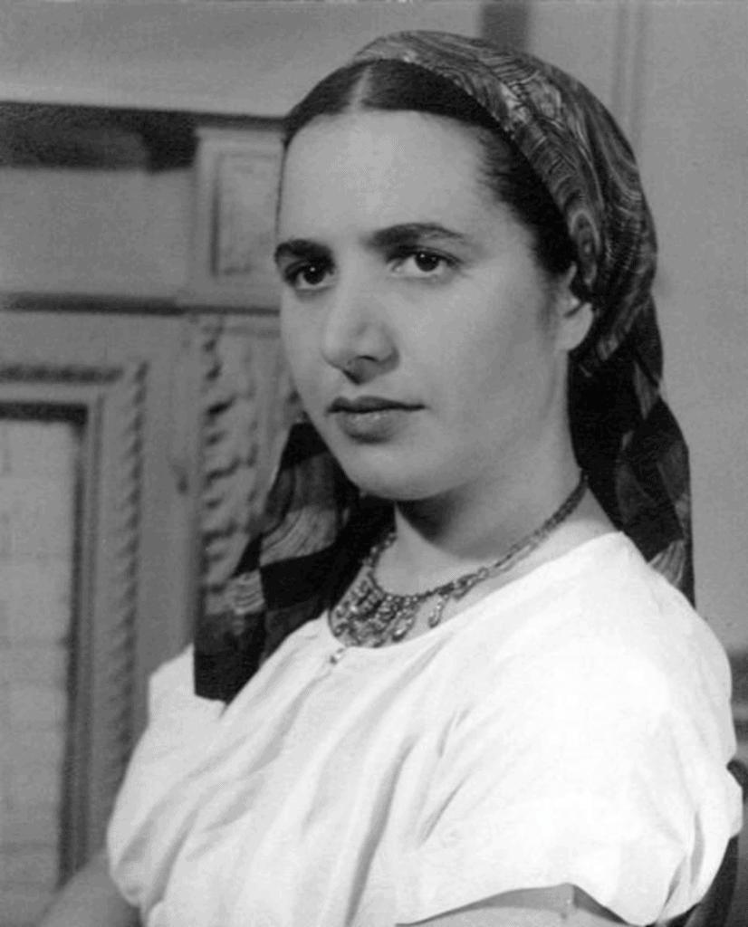Slobodkina wearing a polychrome silk scarf of her own design. Photograph by Friz Glarner, 1941.